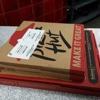 Photo taken at Pizza Hut by burndive on 10/11/2013