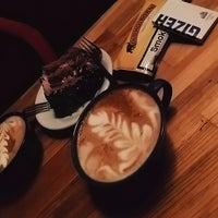 11/7/2017 tarihinde Nazlı D.ziyaretçi tarafından Black Cat Coffee'de çekilen fotoğraf