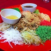 Photo taken at Sungai Yu Seafood Restaurant by JoäNNë•Bīī💋 on 2/8/2014