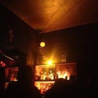 Das Foto wurde bei 8mm Bar von SandyInBerlin am 3/31/2013 aufgenommen
