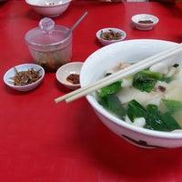Photo taken at 祖传面粉糕 Restaurant Zu Chuan by Kenny L. on 12/14/2014