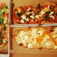 Foto tirada no(a) &pizza por Christine J. em 3/2/2016