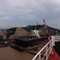 รูปภาพถ่ายที่ Cosco Zhoushan Drydocks โดย Sergey S. เมื่อ 9/6/2015