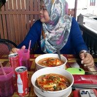 Photo taken at Restoran Pinang Sebatang by Wahida A. on 8/5/2015