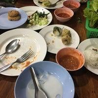 Photo taken at แหนมเนืองลับแล by ปัจเจก บ. on 11/19/2016