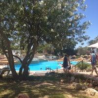 Foto tirada no(a) Rocha Brava Village Resort por Lotte S. em 7/15/2014