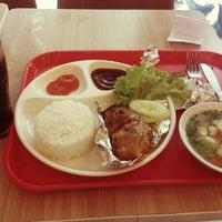 Photo taken at KFC by Dũng N. on 4/26/2014