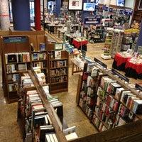 Foto scattata a Barnes & Noble da Luis R. il 8/8/2013