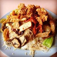 Photo taken at Zhong He Vegetarian by Wei Meng S. on 3/22/2014