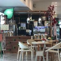 Photo taken at Mooshi Green Smoothie + Juice Bar by doc4kids E. on 7/19/2017