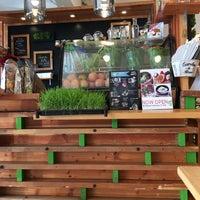 Photo taken at Mooshi Green Smoothie + Juice Bar by doc4kids E. on 3/11/2016
