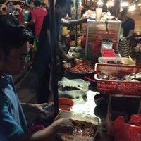 Photo taken at Waroeng Tiki Taka Sambel Setan by Ryan L. on 8/17/2014