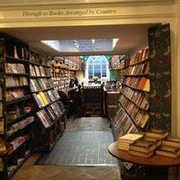 Foto tomada en Daunt Books por Kathryn C. el 10/27/2012