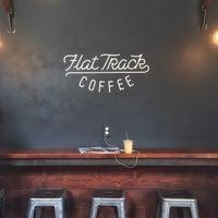Das Foto wurde bei Flat Track Coffee von Jane K. am 4/13/2015 aufgenommen