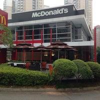 Photo taken at McDonald's (麦当劳) by Damao C. on 2/16/2014