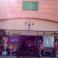 Photo taken at kate spade new york outlet by TELL ME THE SALE™ on 3/26/2014