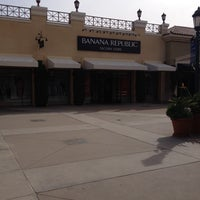 Photo taken at Banana Republic by TELL ME THE SALE™ on 3/29/2014