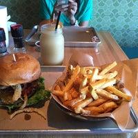 Das Foto wurde bei Haystack Burgers And Barley von Kevin T. am 10/1/2014 aufgenommen