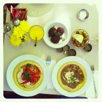 9/7/2013 tarihinde Dafna W.ziyaretçi tarafından Zula Hummus Café'de çekilen fotoğraf