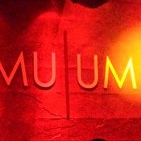 Foto tomada en MU UM por Roberto G. el 3/30/2014