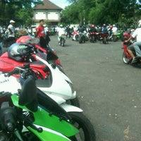 Photo taken at Parkir Timur Lapangan Niti Mandala Renon by ichika s. on 6/1/2013