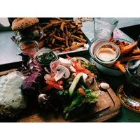 Das Foto wurde bei Brooklyn Burger Bar von Ivy B. am 2/22/2015 aufgenommen