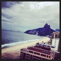 Das Foto wurde bei Everest Rio Hotel von Junior M. am 4/5/2013 aufgenommen