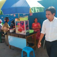 Photo taken at Pisang ijo ala makassar by Vj E. on 1/29/2014