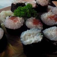 Photo taken at República Sushi by Fabiana M. on 9/3/2014
