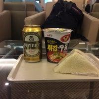 Photo taken at Korean Air Lounge by かもめびと on 11/24/2016