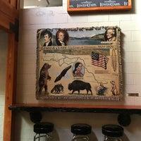 Foto tomada en Lewis & Clark Brewery & Tap Room por Anty K. el 8/20/2017