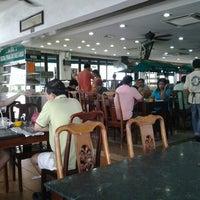 Photo taken at Restoran Original Penang Kayu Nasi Kandar by Azril A. on 10/5/2014