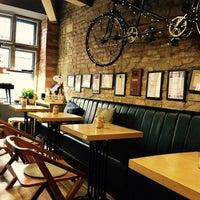 Photo prise au 9 Bar Coffee par Julia M. le8/24/2017