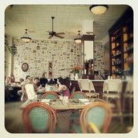 Снимок сделан в Las Clementinas Bistro пользователем Paola E. 12/23/2012