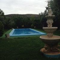 Photo taken at chalet de los pitusas. by Hazte Un G. on 8/24/2014