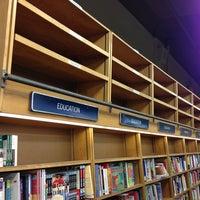 Foto scattata a Barnes & Noble da Eyal G. il 12/27/2012
