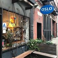 12/19/2017 tarihinde Eyal G.ziyaretçi tarafından Oslo Coffee Roasters'de çekilen fotoğraf
