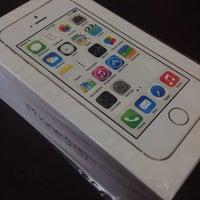 Foto diambil di Switch (Apple Premium Reseller) oleh Wey Tze pada 10/31/2013