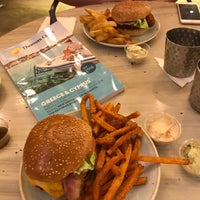 Photo taken at Gourmet Burger Kitchen by Ian E. on 8/30/2017