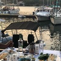 รูปภาพถ่ายที่ Fethiye Yengeç Restaurant โดย Yusuf A. เมื่อ 7/2/2018