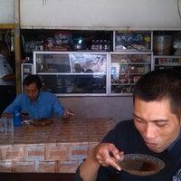 Photo taken at Warung sebelahnya hotel Sono Kembang by Eddy F. on 5/14/2013