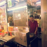 Photo taken at Day Night Fried Kway Teow by Ivan H. on 5/29/2014