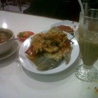 "Photo taken at Pondok Makan ""MIRAH"" 3 Seafood (cabang Tebet) by Aziza I. on 7/27/2013"