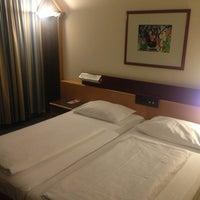 Снимок сделан в Austria Trend Hotel Lassalle пользователем Fedor S. 1/11/2013