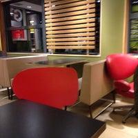 Photo taken at McDonald's by Paulien Z. on 10/22/2016