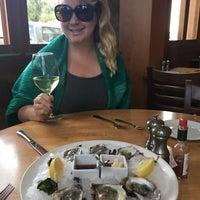 Das Foto wurde bei The Fishery von Bridget C. am 10/2/2017 aufgenommen