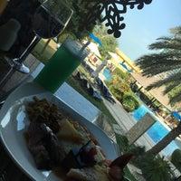 Photo taken at Sheraton Abu Dhabi Hotel & Resort by mana ♡. on 12/10/2017