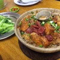 Photo taken at Huen Kee Claypot Chicken Rice by Canney C. on 12/2/2017