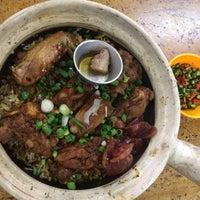 Photo taken at Huen Kee Claypot Chicken Rice by Canney C. on 6/12/2017