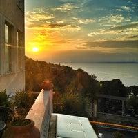 Foto scattata a Hotel Residence Miramare Sorrento da Ian C. il 6/7/2013